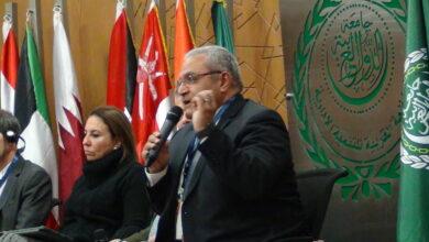 صورة المهندسة منى الرملاوى والمهندس اشرف عبد الوهاب ييستعرضون اهمية التحول الرقمى