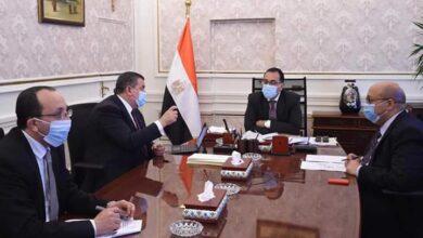 """Photo of رئيس الوزراء يستعرض مع وزير الدولة للإعلام جهود التوعية الإعلامية لمواجهة فيروس """"كورونا"""