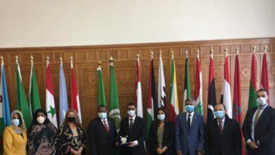 صورة جامعة الدول العربية تكرم الممثل الإقليمي للفاو